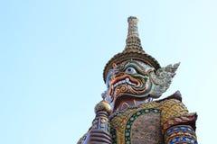 Statyjätte i Wat Phra Kaew Royaltyfria Bilder
