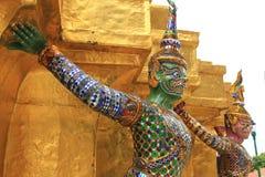 Statyjätte på Wat Phra Kaew i Bangkok Royaltyfri Foto