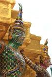Statyjätte på Wat Phra Kaew i Bangkok Arkivbild