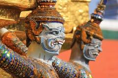 Statyjätte på Wat Phra Kaew i Bangkok Royaltyfria Foton