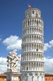 Statyn av änglar på fyrkant av mirakel i Pisa, Italien royaltyfri bild