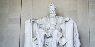 Statyn av Abraham Lincoln på Lincoln Memorial i Washington - WASHINGTON DC - COLUMBIA - APRIL 7, 2017 Royaltyfri Fotografi