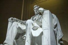 Statyn av Abraham Lincoln sammanträde i en stol på Lincoln Memorial i Washington Royaltyfria Bilder
