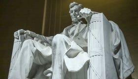 Statyn av Abraham Lincoln sammanträde i en stol på Lincoln Memorial i Washington Royaltyfria Foton