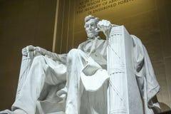 Statyn av Abraham Lincoln sammanträde i en stol på Lincoln Memorial i Washington Arkivbilder