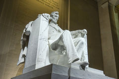 Statyn av Abraham Lincoln sammanträde i en stol på Lincoln Memorial i Washington Arkivfoton