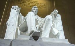 Statyn av Abraham Lincoln sammanträde i en stol på Lincoln Memorial i Washington Fotografering för Bildbyråer