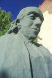 Statyn av Benjamin Franklin gjorde ut ur encentmynt i åminnelse av den 100. årsdagen av brandstationen, Philadelphia, Pennsylvan Arkivfoton