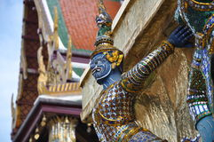 Statyn av buddha Arkivfoto