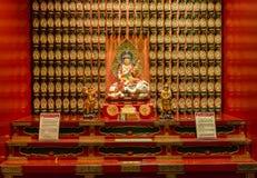 Statyn av Buddha i kinesisk tempel för Buddhatandrelik Arkivfoto