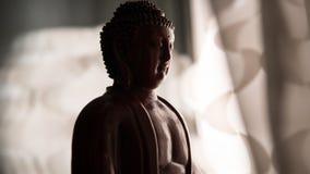 Statyn av Buddha Shakyamuni Buddism och insikt nirvana grund fokus arkivfoto