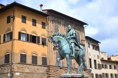 Statyn av Cosimo Jag de Medici på piazzadellaen Signoria i Florence, Italien royaltyfri fotografi