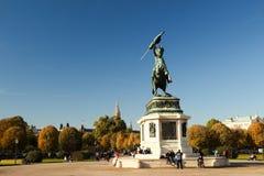 Statyn av dörren på Hofburg i Wien Fotografering för Bildbyråer