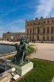 Statyn av den Versailles slotten Arkivbilder