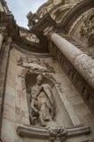 Statyn av en kyrka Arkivbild