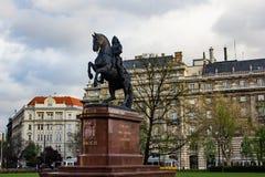 Statyn av Francis II placerade utvändig ungersk parlamentbyggnad Fotografering för Bildbyråer
