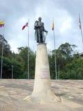 Statyn av Francisco de Paula Santander på Puente de Boyaca, platsen av den berömda striden av Boyaca Arkivfoto