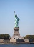 Statyn av frihet i den New York hamnen Royaltyfri Foto