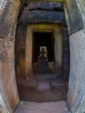 Statyn av Jayavarman VII på historiska Phimai parkerar Arkivfoto