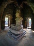 Statyn av Jayavarman VII på historiska Phimai parkerar Royaltyfria Foton