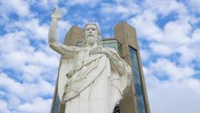 Statyn av Jesus i Piedecuesta Colombia zoomar in lager videofilmer