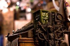 Statyn av Jesus som är till salu i en antik återförsäljare, shoppar Arkivfoto