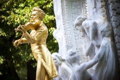 Statyn av Johann Strauss i stadtpark i Wien, Österrike Arkivbild