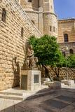 Statyn av konungen David som spelar harpan i Jerusalem, Israel Arkivfoton