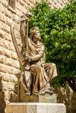 Statyn av konungen David som spelar harpan i Jerusalem, Israel Arkivbilder