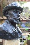 Statyn av målareclaude monet Arkivbilder