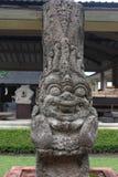 Statyn av majapahitkungariket i museet Trowulan arkivbild