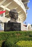 Statyn av modernt olympiska spel avlar baron pierre de coubertin arkivfoto