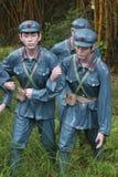 Statyn av som hjälper soldaterna för röd armé i den Parkï för röd armé ¼en Œshenzhen, porslin Royaltyfri Fotografi