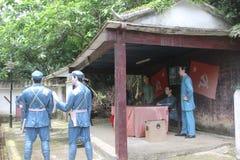 Statyn av upprorsmannen i den Parkï för röd armé ¼en Œshenzhen, porslin Royaltyfria Bilder