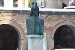 Statyn av Vlad Tepes fotografering för bildbyråer