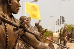 Statyn för bronskrigare` s på Ð-¡ skriver in av kinesisk kultur Wat Viharnra Sien fotografering för bildbyråer