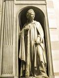 Statyn i kyrkan av den Gesà ¹en lokaliseras i den piazzadel Gesà ¹en i Rome arkivbild
