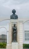 Statyn (monument) av den nationella poeten Mihai Eminescu, Constanta, Rumänien Royaltyfri Fotografi
