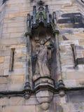 Statyn på den Lancaster slotten och det tidigare fängelset i England är i mitten av staden arkivbild