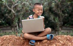Statywowy mienie laptop w ogródzie Obraz Royalty Free