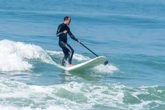 statywowy paddle surfingowiec Zdjęcie Stock