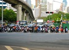 Stau in Bangkok mit Motorrädern Stockfotografie