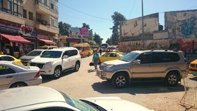 Stau mit Suvs-Taxi-Packwagen in Ramallah Stockbild