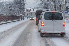 Stau mitten in Winter Schneeunglück Lizenzfreies Stockfoto
