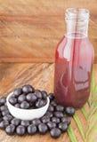 Staub, Frucht und Saft von acai Euterpe oleracea Lizenzfreie Stockbilder