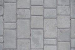 Staubige graue Pflasterung gemacht von den Betonblöcken stockbilder