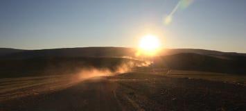 Staubwolke Islands nicht für den Straßenverkehr mit Sonne Stockfoto