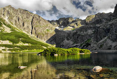 Stauen Sie in den polnischen Tatra Bergen Stockfotos