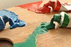 Staupenfarben auf der Palette stockfotos