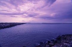 Stauwasser und Meer Lizenzfreie Stockfotos